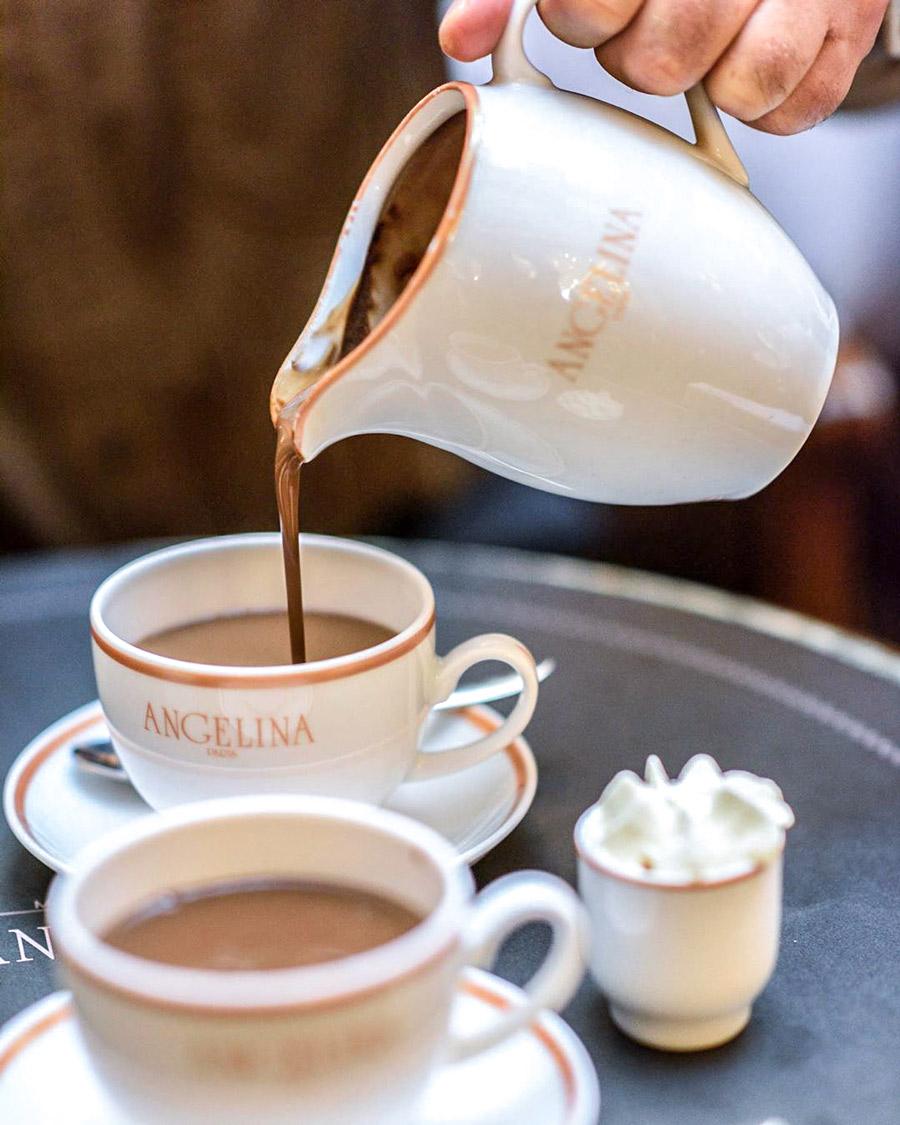 Warme chocolademelk bij Angelina in Parijs!